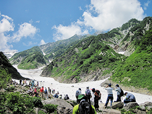 photo of Mt. Shirouma is visited by hordes of mountaineers